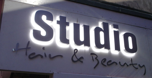 led-acrylic-backlit-letters